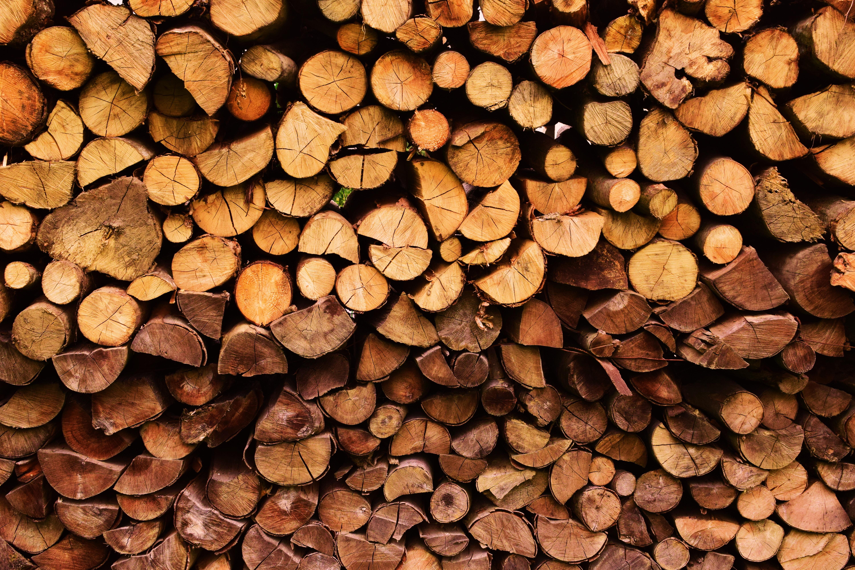 Geschichteter Stapel Holz